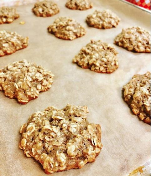Chewy Banana Oat Cookies